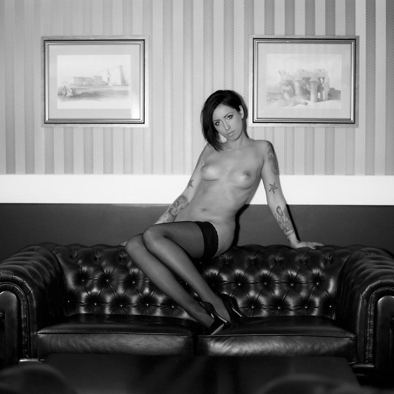 Akt, analog, hasselblad 203FE, modelka, Ninoveron, nude, Chorzów, wnętrza, Adi