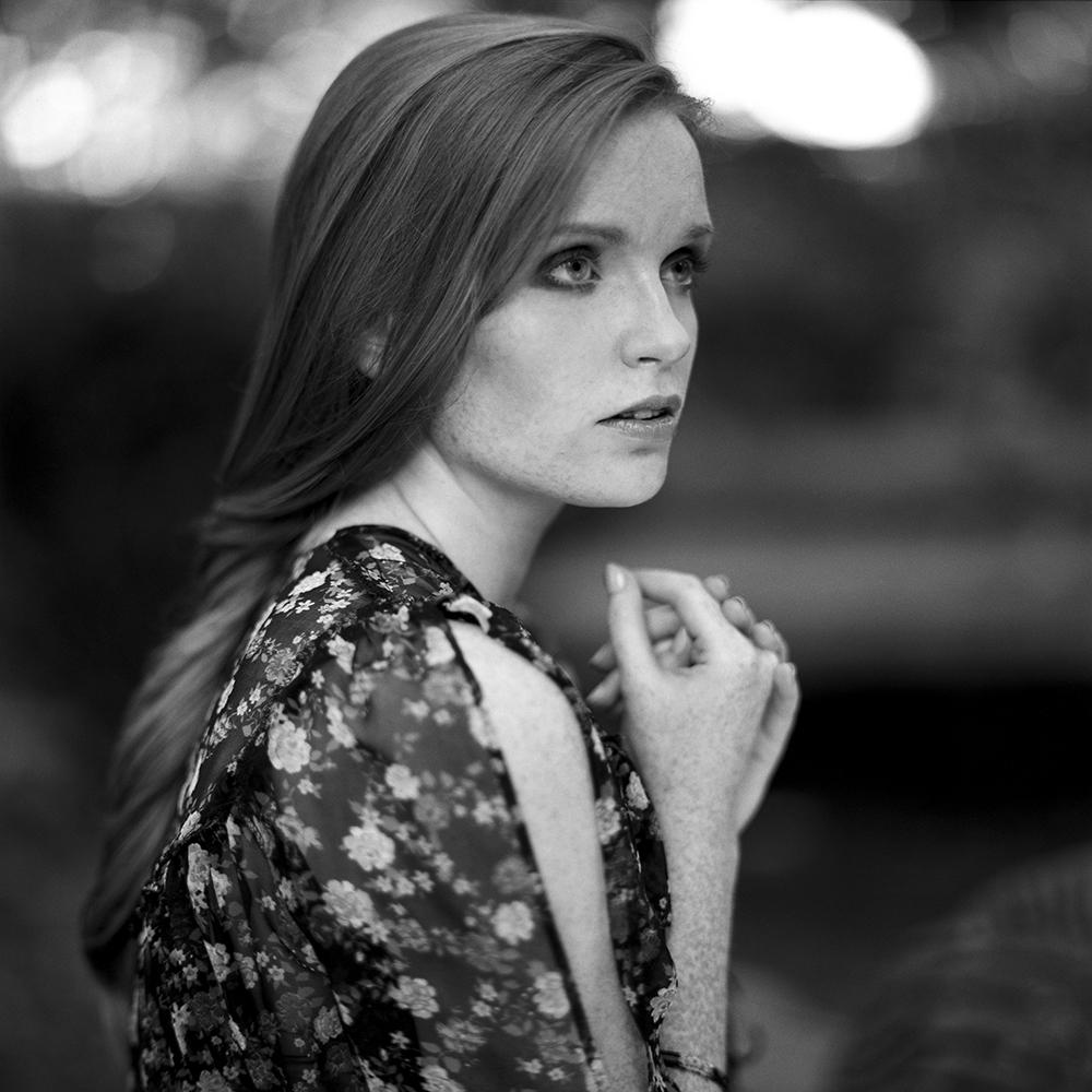 polska, analog, hasselblad 203FE, modelka, Ninoveron, portret, portrait, plener, fashion, Michałowice, Basia, Basha