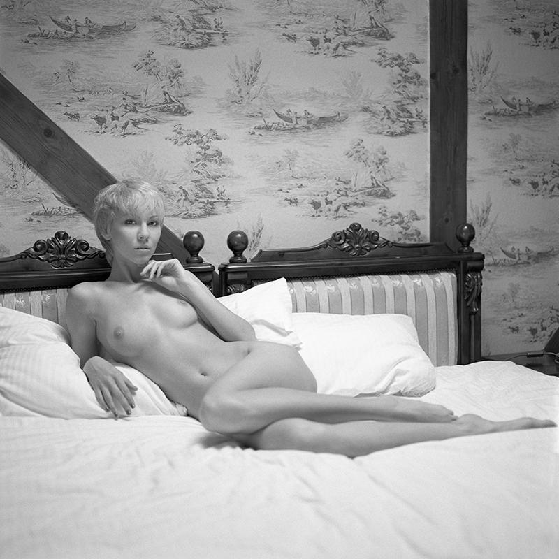 Akt, analog, wnętrza, bronx, hasselblad 203FE, Magda, modelka, Ninoveron, nude, poland, polska