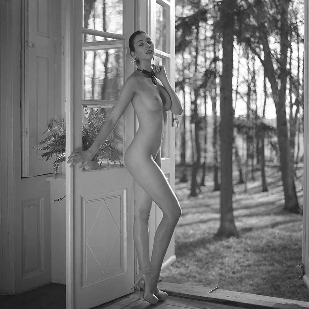 polska, Rzepiszew, analog, hasselblad 203FE, modelka, Ninoveron, akt, nude, Daria, Daruszka, wnętrza, warsztaty, workshop, Dworek