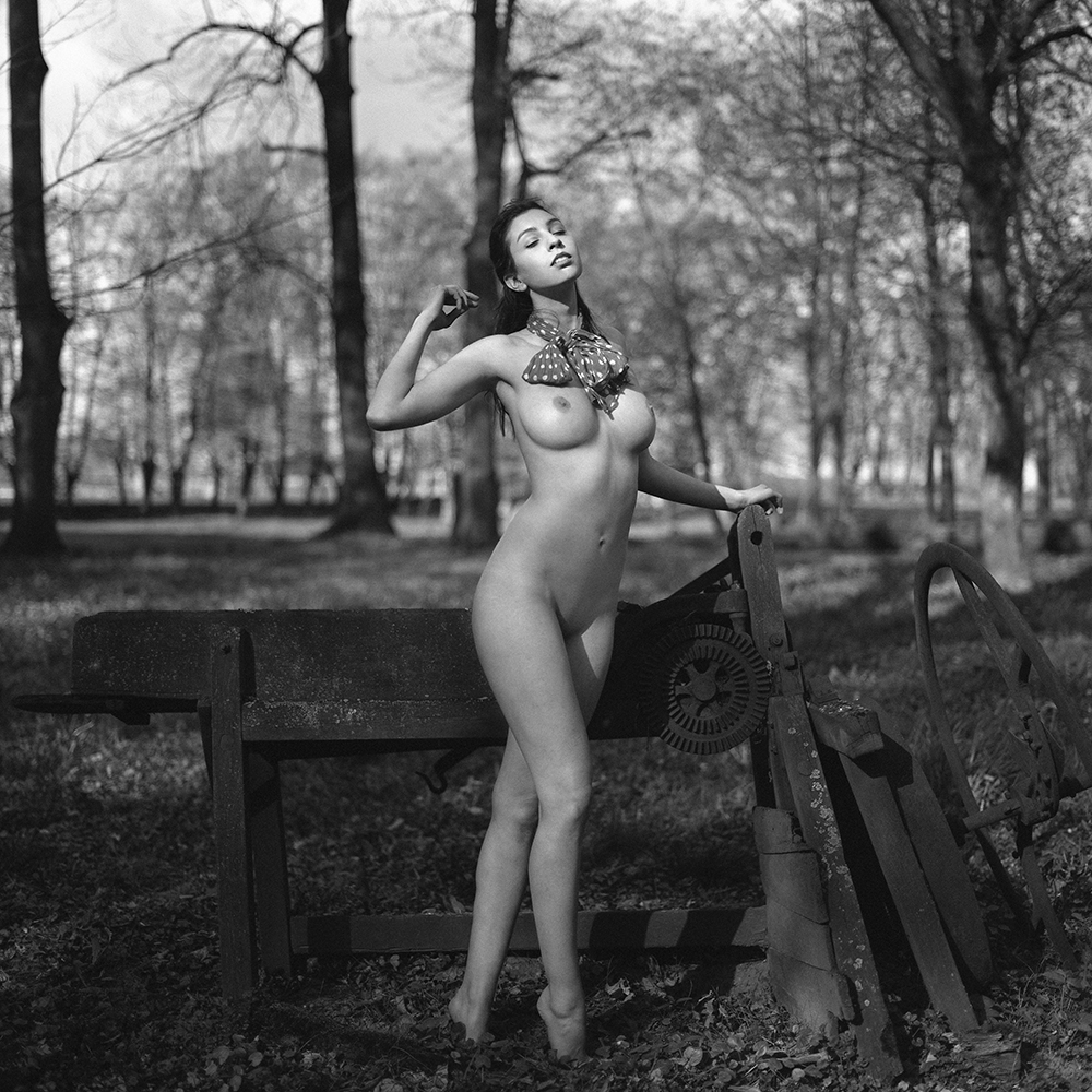 polska, Rzepiszew, analog, hasselblad 203FE, modelka, Ninoveron, akt, nude, Daria, Daruszka, plener, warsztaty, workshop, Dworek