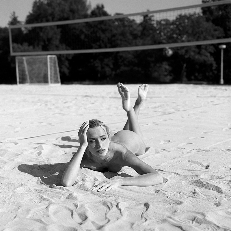 czechy, analog, hasselblad 203FE, modelka, Ninoveron, akt, nude, Dominika, plener, plaża, beach, piasek