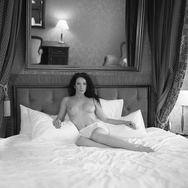 polska, analog, hasselblad 203FE, modelka, Ninoveron, akt, nude, Elfka, Dagmara, hotel