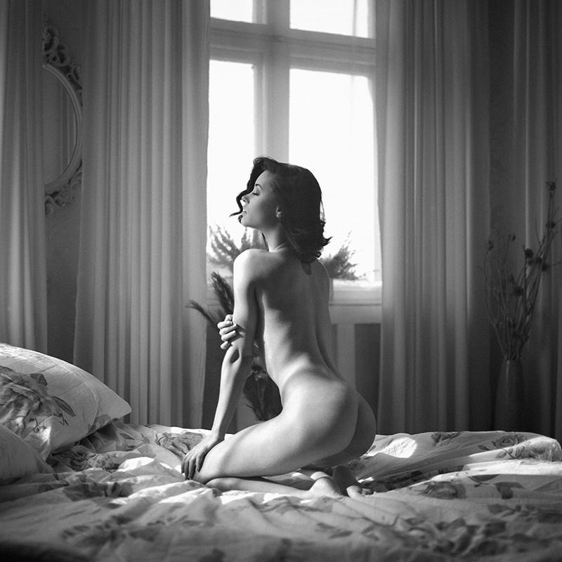 Akt, analog, wnętrza, hasselblad 203FE, Emilia Szczesiak, modelka, studio, Ninoveron, nude, poland, polska