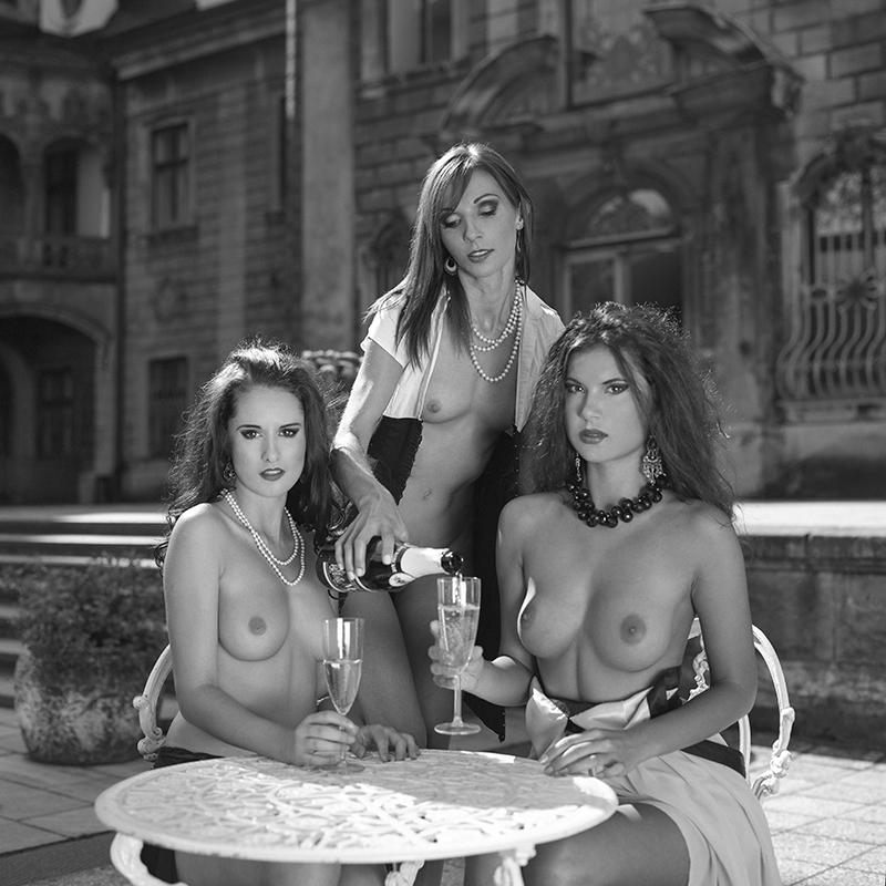 Akt, Ola, Sylwia, Marta, Enigma89, analog, hasselblad 203FE, modelka, Ninoveron, nude, plener, szampan