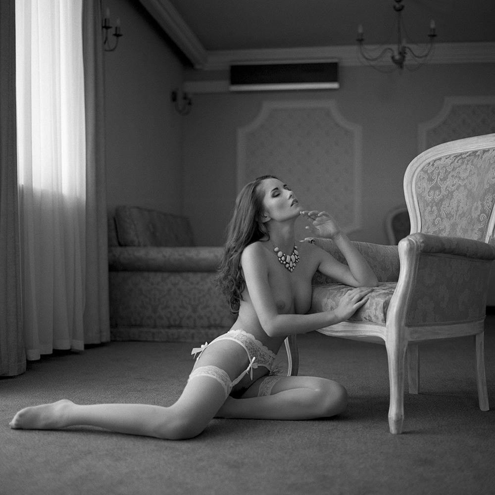 polska, poland, analog, hasselblad 203FE, modelka, Ninoveron, akt, nude, Marta, wnętrza, Hotel Fajkier, Enigma, Enigma89