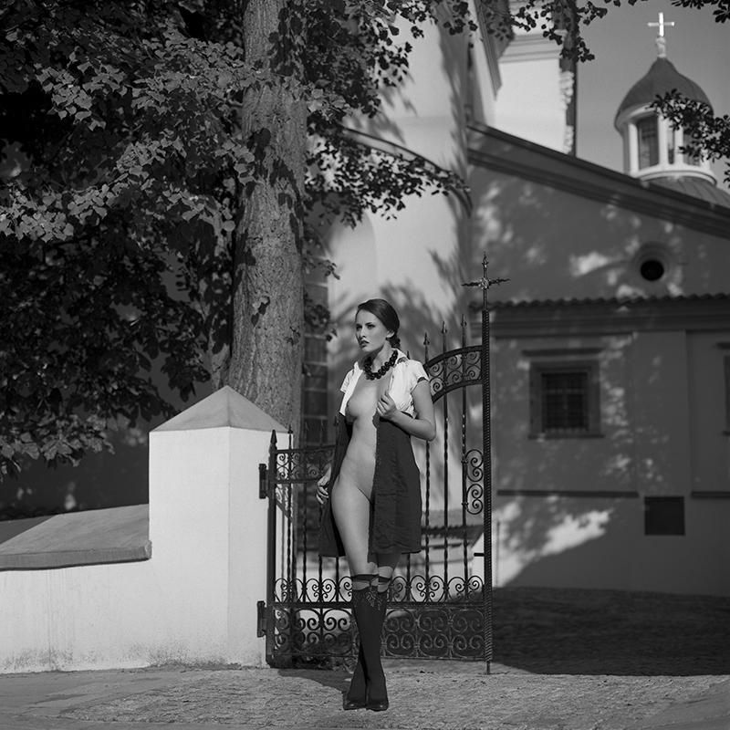 Polska, analog, hasselblad 203FE, modelka, Ninoveron, akt, nude, Marta, plener, miasteczko, wschód Słońca, Enigma, Enigma89