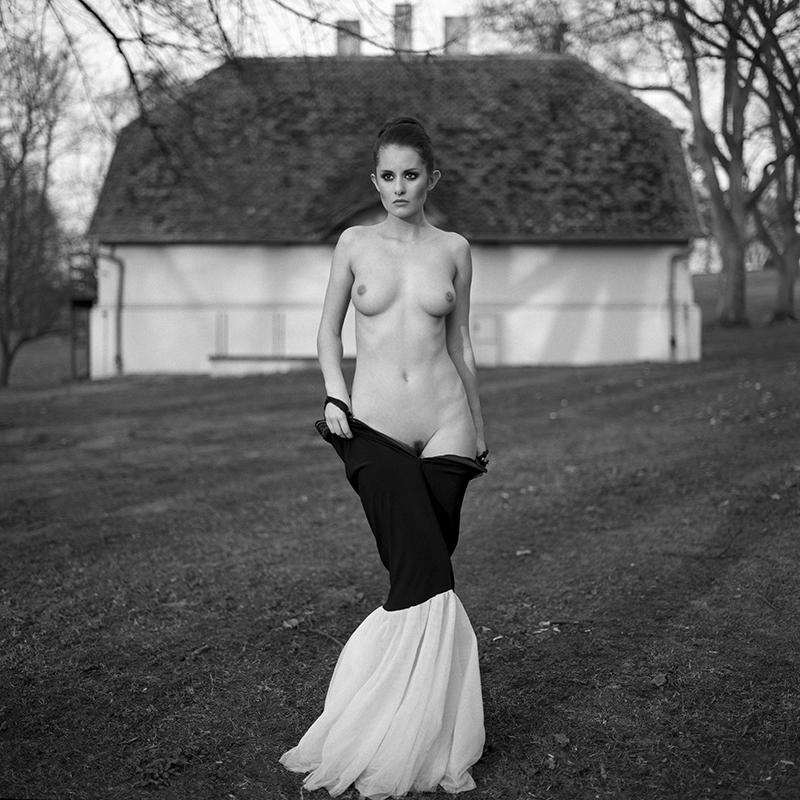 Polska, analog, hasselblad 203FE, modelka, Ninoveron, akt, nude, Marta, pałac lubostroń, plener, Enigma, Enigma89
