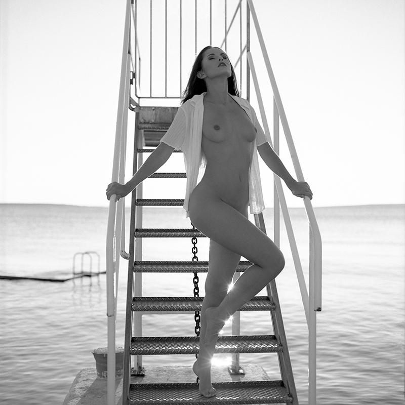 Chorwacja, croatia, analog, hasselblad 203FE, modelka, Ninoveron, akt, nude, Marta, plener, plaża, beach, wieża, Enigma, Enigma89