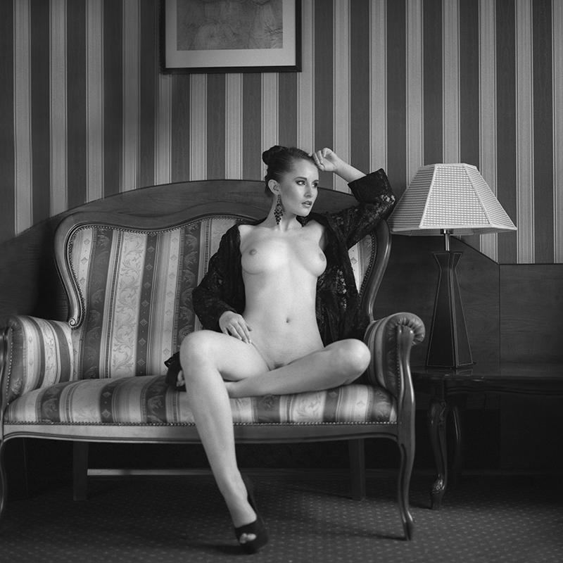 polska, poland, analog, hasselblad 203FE, modelka, Ninoveron, akt, nude, Marta, wnętrza, hotel, Enigma, Enigma89