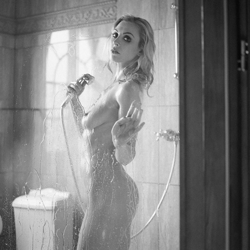 polska, analog, hasselblad 203FE, modelka, Ninoveron, akt, nude, Asia, Joanne_ch, wnętrza, Hotel, prysznic