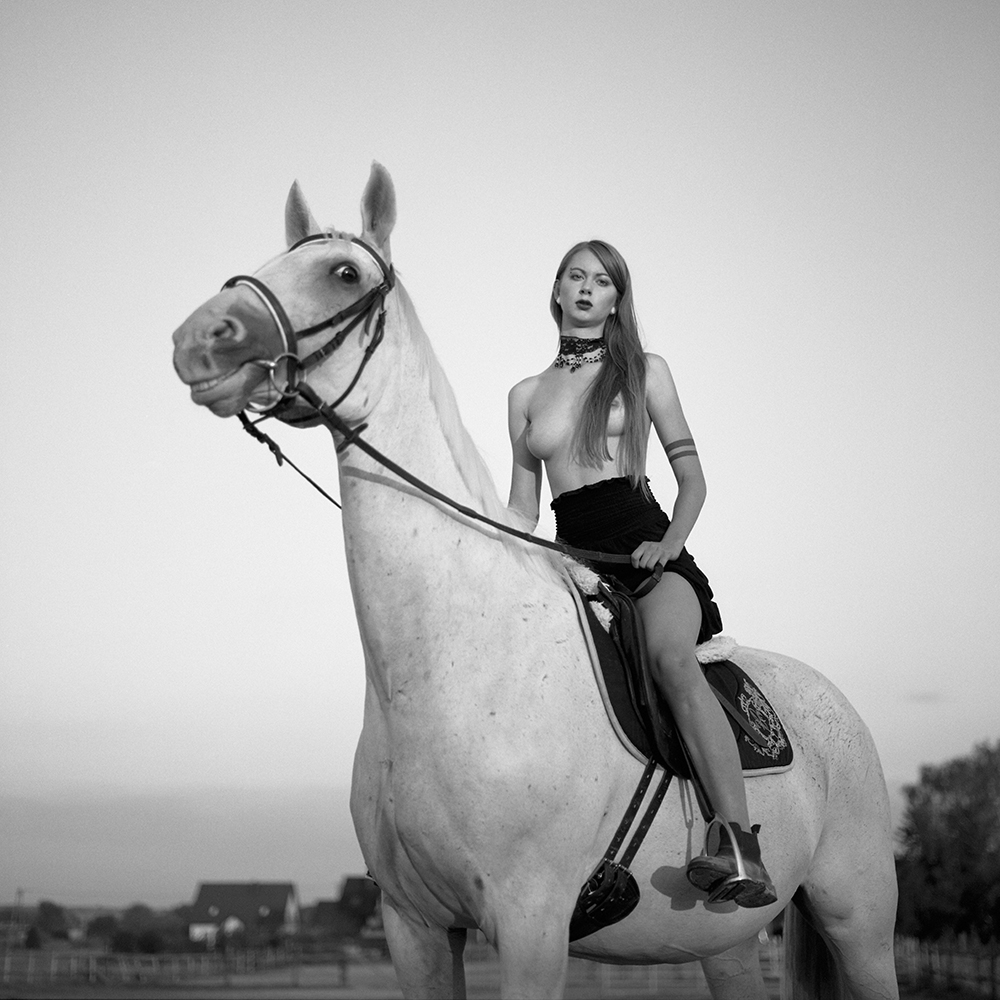 polska, analog, hasselblad 203FE, modelka, Ninoveron, akt, nude, konie, kaboom, Mariola
