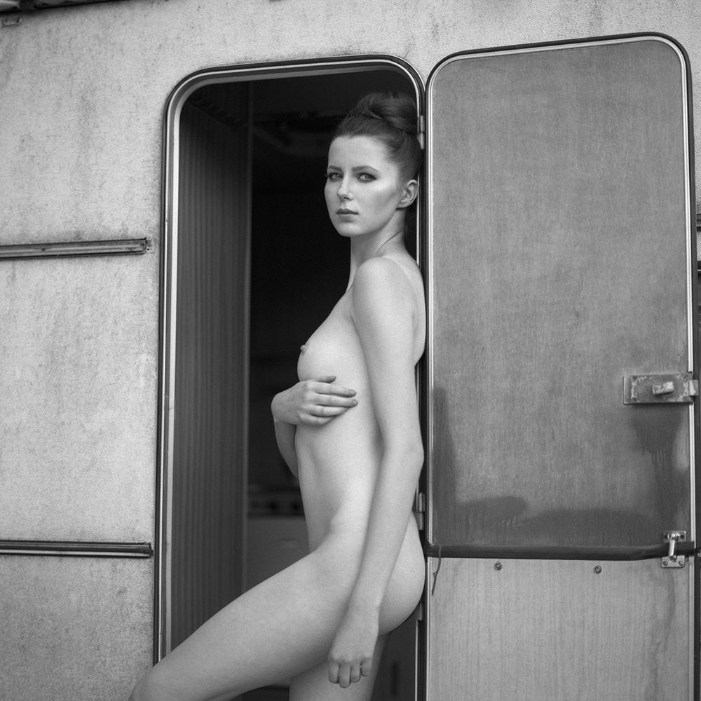 polska, analog, hasselblad 203FE, modelka, Ninoveron, akt, nude, Kinia, kajak, women, bw, 6x6, Podlaskie Plenery Fotograficzne