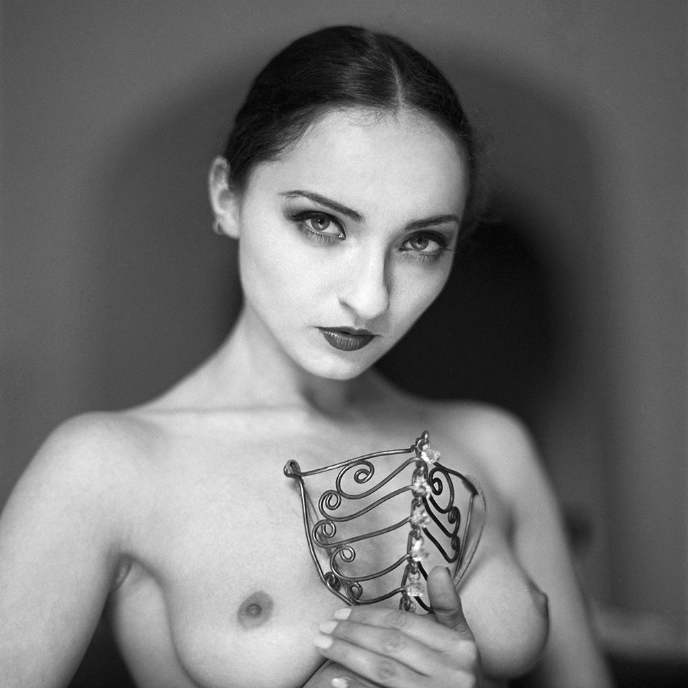 polska, analog, hasselblad 203FE, modelka, Ninoveron, akt, nude, Magda, Lacrima Mosa, women, sen na jawie
