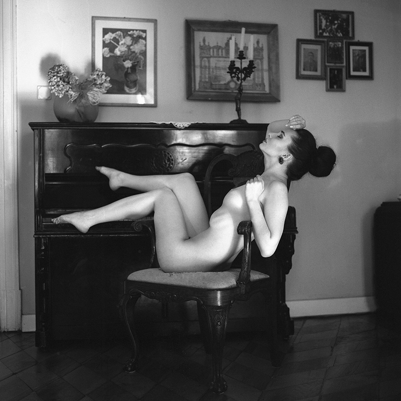 polska, analog, hasselblad 203FE, modelka, Ninoveron, akt, nude, Lila da Kot, wnętrza, Dworek, Rzepiszew