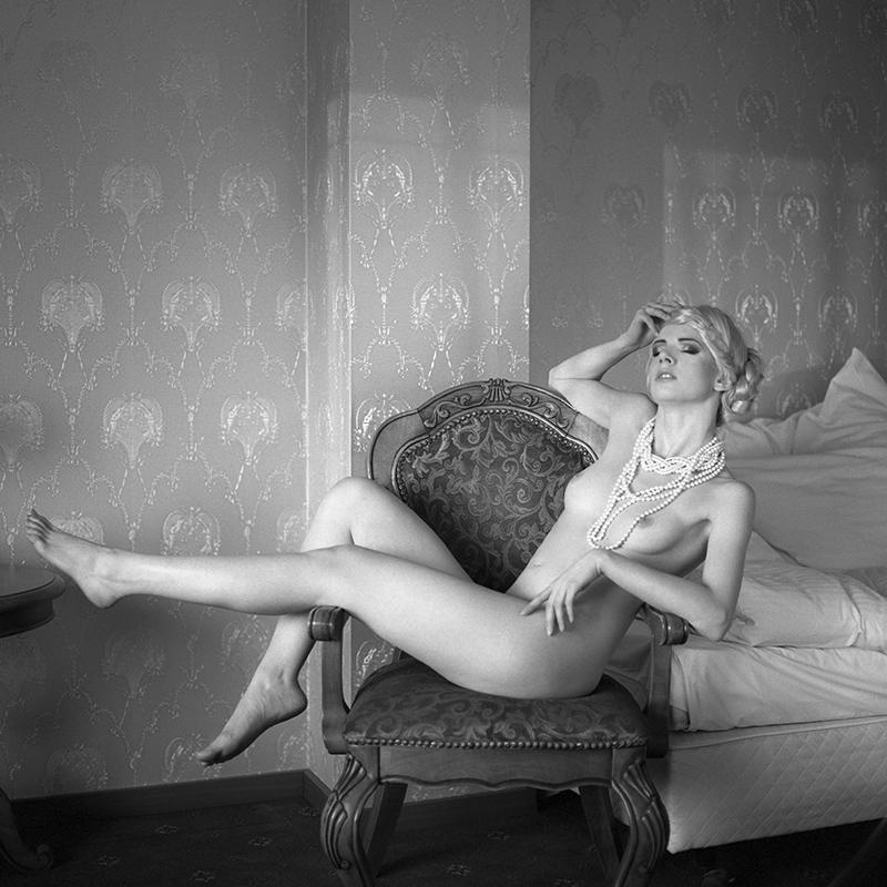 polska, analog, hasselblad 203FE, modelka, Ninoveron, akt, nude, Marta, wnętrza, hotel, Martynika