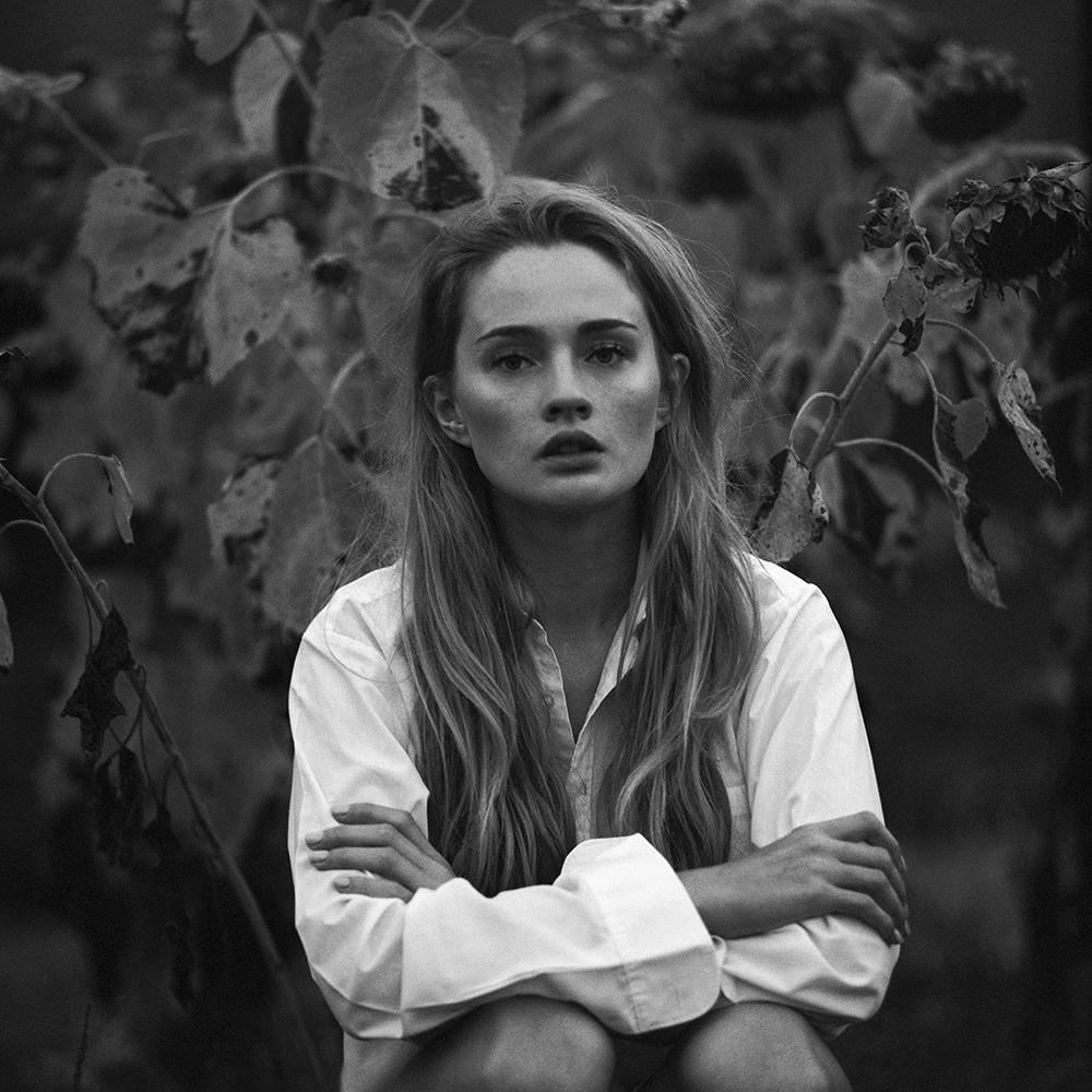 polska, analog, pentacon six, modelka, Ninoveron, portret, portrait, fashion, Meggi, plener podlaski