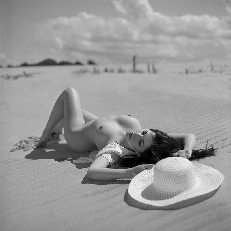 polska, poland, analog, hasselblad 203FE, modelka, Ninoveron, akt, nude, Michellecter, plener, plaża, beach, piasek, spadochron, wydmy, bursztynowy plener, lawendowy plener