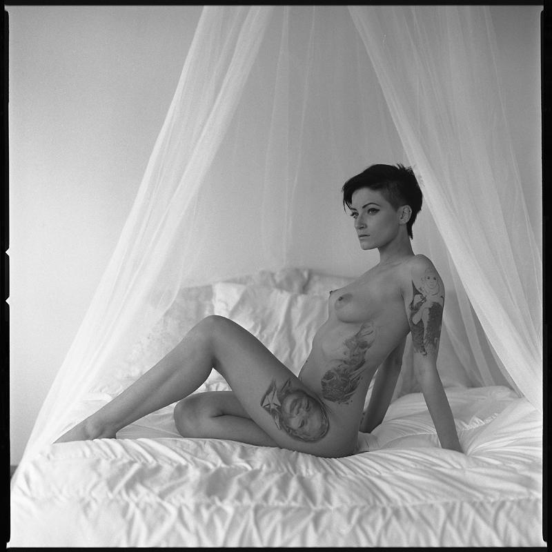 Akt, analog, hasselblad 203FE, modelka, Ninoveron, nude, Studio, wnętrza, Nadia, sortisowa