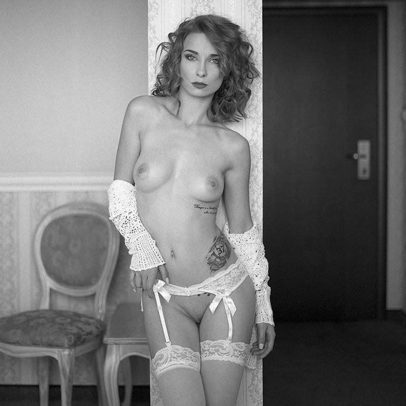 Akt, analog, wnętrza, hasselblad 203FE, Magda, Nieprosta, Workshop, Warsztaty, modelka, studio, Ninoveron, nude, poland, polska