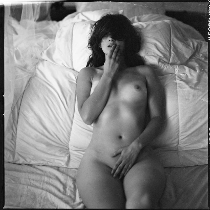 Akt, analog, hasselblad 203FE, modelka, Ninoveron, nude, Studio, wnętrza, Kasia, niezapominajkaa