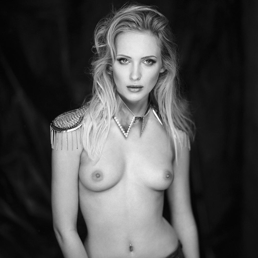 polska, analog, hasselblad 203FE, modelka, Ninoveron, akt, nude, Patrycja, women, Podlaskie Plenery Fotograficzne