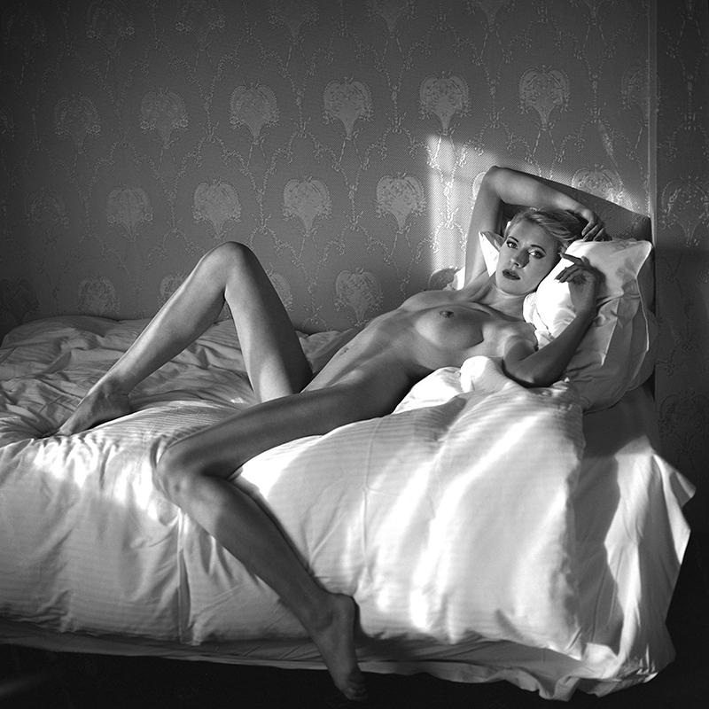 polska, poland, analog, hasselblad 203FE, modelka, Ninoveron, akt, nude, Patrycja, hotel, wnętrza