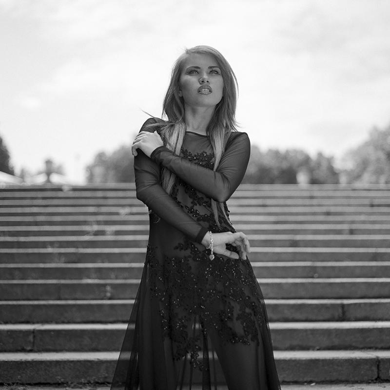 polska, analog, hasselblad 203FE, modelka, Ninoveron, fashion, park, Paula, G-style, Grażyna Pander-Kokoszka, Warszawa