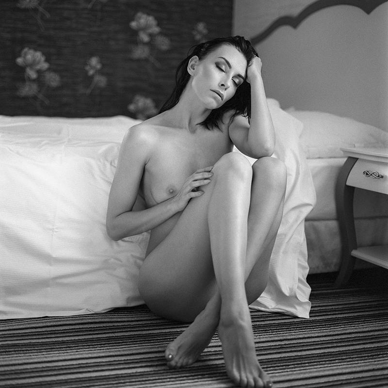 Akt, analog, wnętrza, hasselblad 203FE, Agnieszka, Piki, Hotel, Fajkier, modelka, studio, Ninoveron, nude, poland, polska