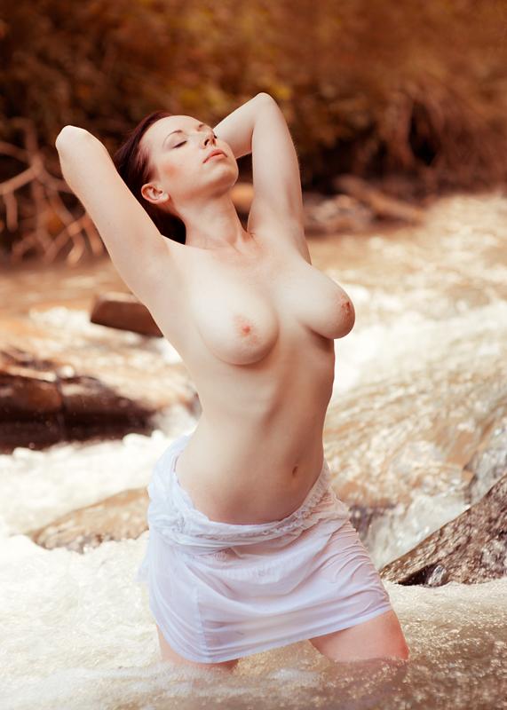 Basia, akt, nude, plener, woda, strumień