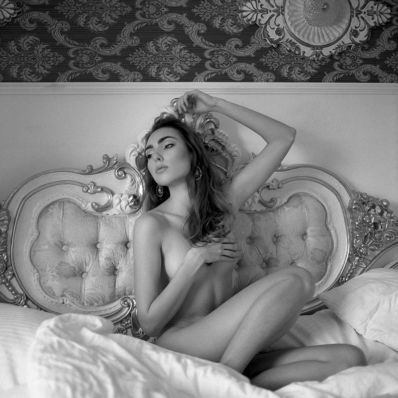 polska, analog, hasselblad 203FE, modelka, Ninoveron, akt, nude, Roksana, wnętrza, Hotel