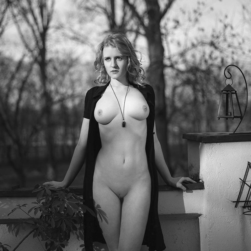 polska, analog, hasselblad 203FE, modelka, Ninoveron, akt, nude, drzwidogrudnia, Sara, wnętrza, Dworek
