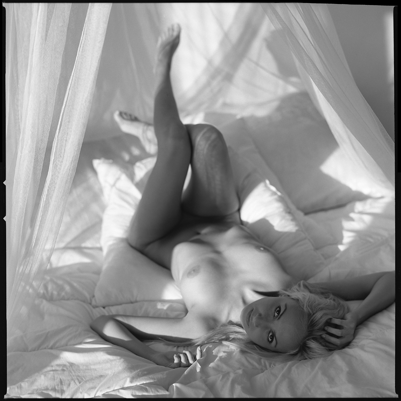 Akt, analog, hasselblad 203FE, modelka, Ninoveron, nude, Studio, wnętrza, Sonia, Sonius