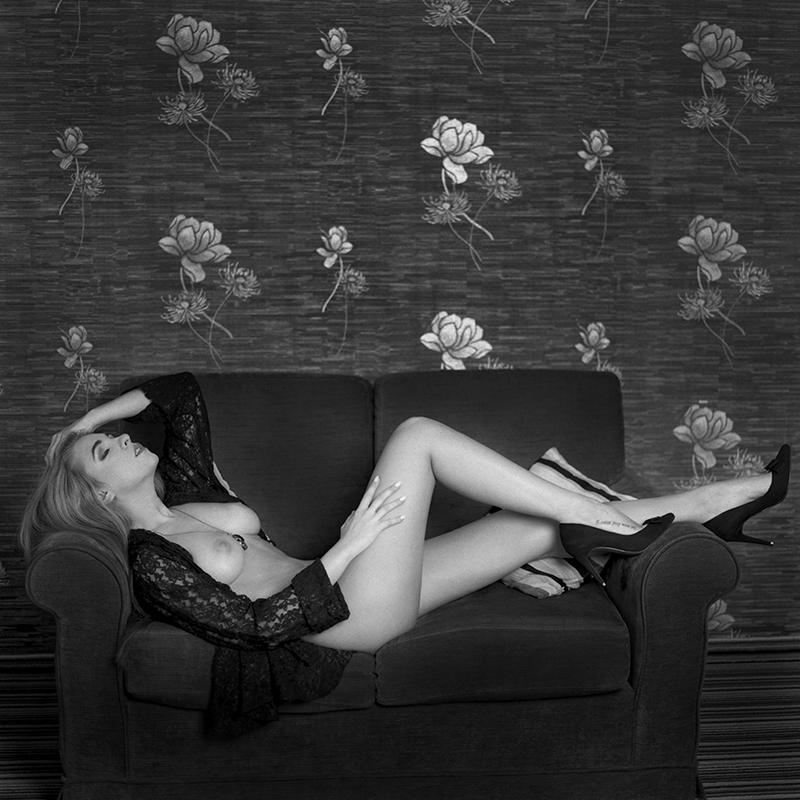 polska, analog, hasselblad 203FE, modelka, Ninoveron, akt, nude, Sandra, wnętrza, hotel Fajkier, TatianaXD