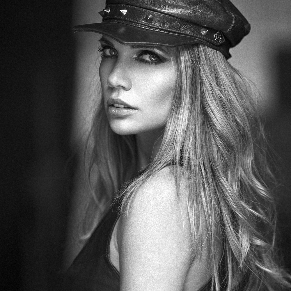 polska, analog, pentacon six, modelka, Ninoveron, fineart, portret, Victoria, Victoria Timoshenko, Liholat, plener na granicy