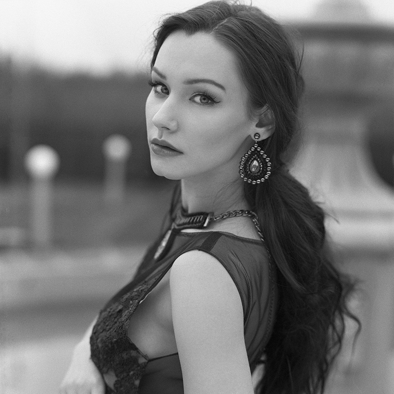 polska, analog, hasselblad 203FE, modelka, Ninoveron, portret, portrait, plener, fashion, dworek, Dominika Dabkowska, vouk