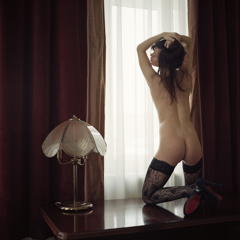 Akt, analog, hasselblad 203FE, modelka, Ninoveron, nude, Łódź, wnętrza, hotel, Ania, wtuldziubek